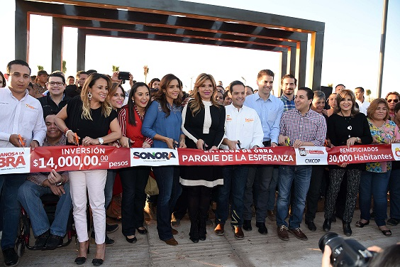 Inauguran Gobernadora Pavlovich y Maloro Acosta Parque de la Esperanza