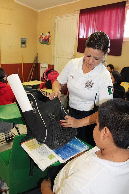 Operativo Mochila en escuelas del valle y Golfo