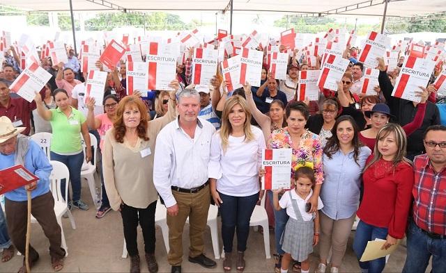 Otorga Gobernadora Pavlovich certeza jurídica a 30 mil familias sonorenses