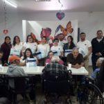 Apoyan jóvenes líderes a Villa del Abuelo con donativo