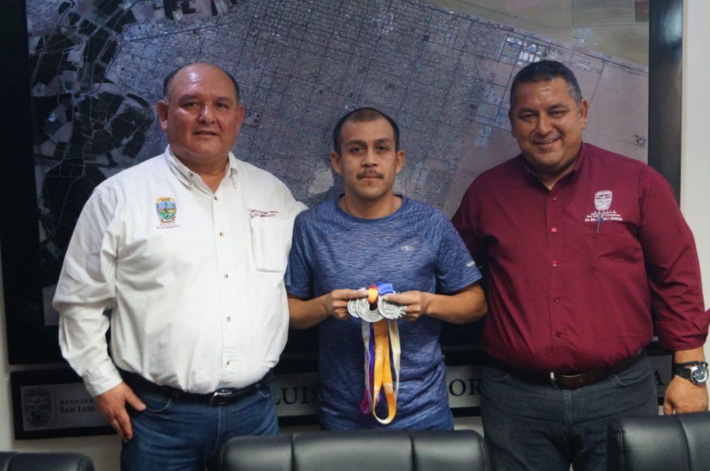 Brinda Alcalde apoyo a maratonista Jesús Hernández