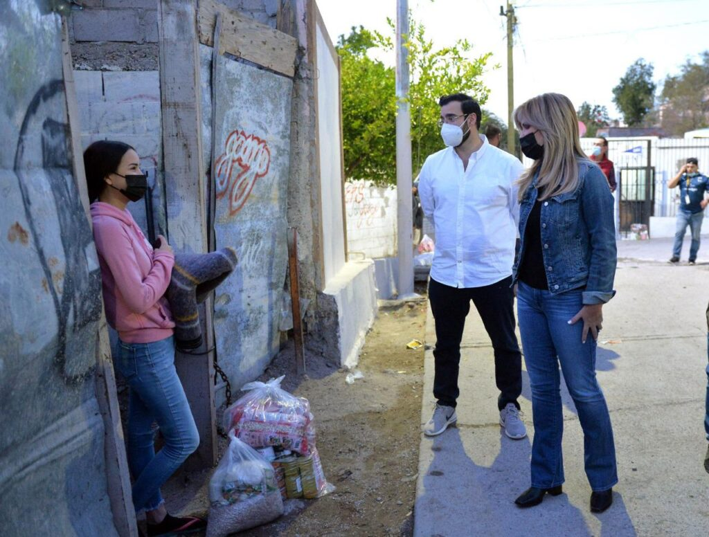 Entrega Gobernadora Pavlovich Paquetes de Seguridad Alimentaria en la colonia El Mariachi